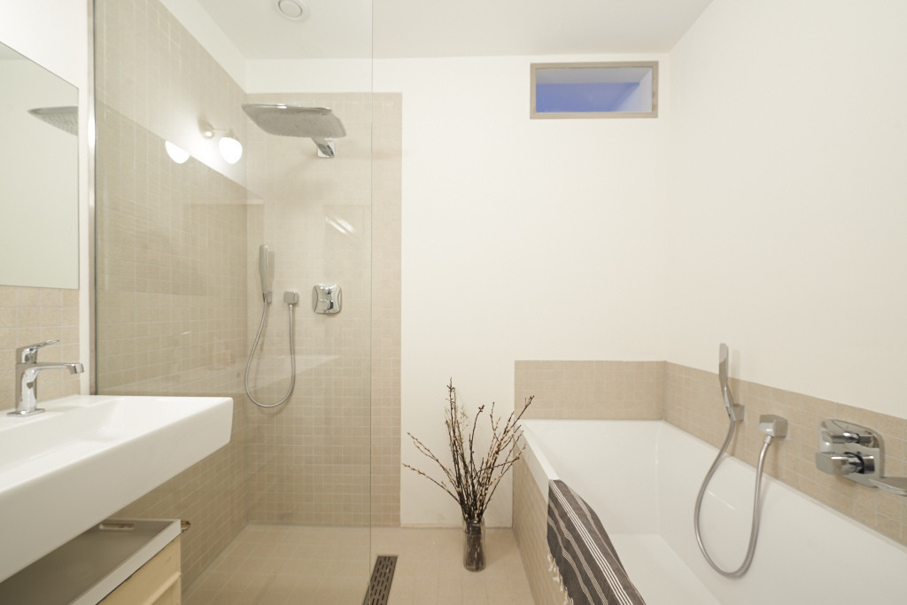 Amsterdam--vastgoed-appartement-fotograaf-badkamer-2-tobiasmedia_nl