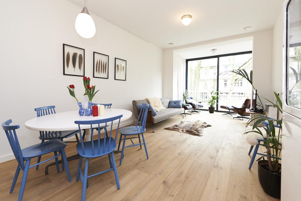 Amsterdam--vastgoed-appartement-fotograaf-woonkamer-3-tobiasmedia_nl