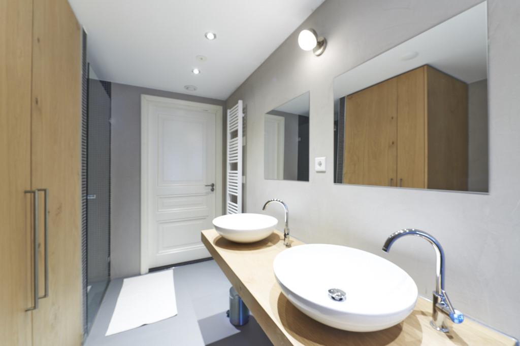 Amsterdam vastgoed appartement - fotograaf donkere badkamer tobiasmedia.nl