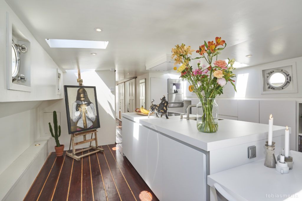 https://www.tobiasmedia.nl/wp-content/uploads/20170524-TobiasMedia-Vastgoed-appartement_fotografie-Woonboot_Amsterdam-Utrecht_4200px-72dpi_004-1024x683.jpg